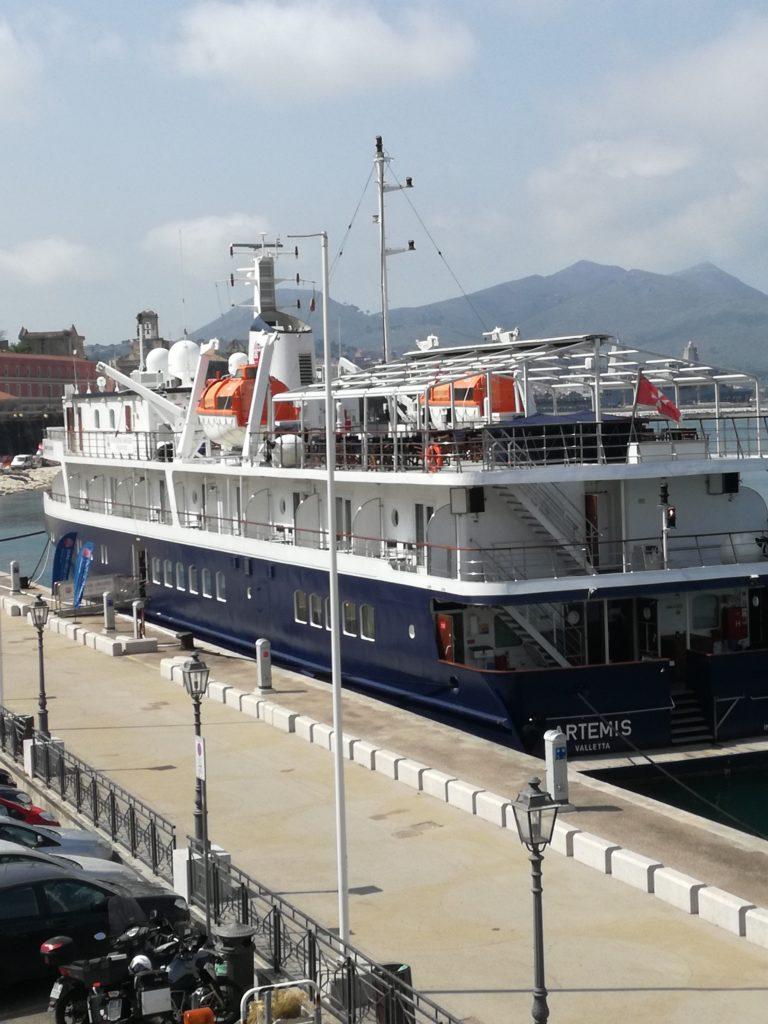 """Gaeta – Sosta della Nave da Crociera """"Artemis"""" di bandiera Maltese"""