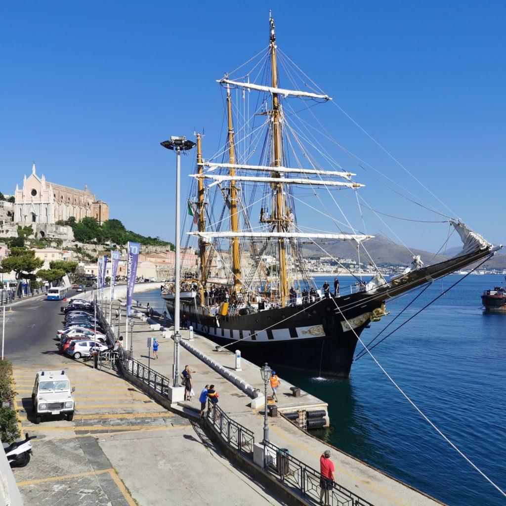 Nave Palinuro della Marina Militare Italiana a Gaeta