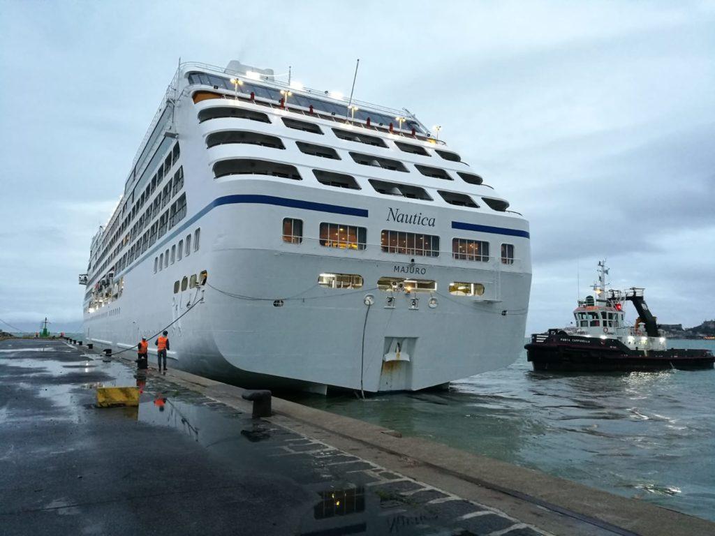Nave da crociera Nautica ormeggia nel porto di Gaeta